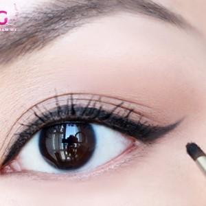 meo-tao-mat-2-mi-bang-chi-ke-mat-eyeliner
